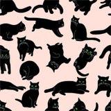 Modello senza cuciture con i gatti neri in varie posizioni su fondo beige, disegno della mano immagine stock
