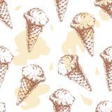 Modello senza cuciture con il gelato della cialda del cono e le gocce variopinte dell'acquerello Fotografia Stock