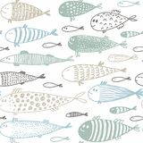 Modello senza cuciture con il pesce sveglio disegnato a mano nello stile di schizzo illustrazione di stock