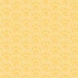 Modello senza cuciture con l'ornamento disegnato a mano su un fondo giallo Fotografie Stock