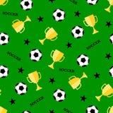 Modello senza cuciture con la tazza del vincitore e del pallone da calcio Fotografie Stock