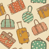 Modello senza cuciture con le borse e le valigie d'annata disegnate a mano di viaggio Immagini Stock