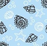 Modello senza cuciture con le conchiglie su fondo blu illustrazione vettoriale