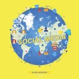 Modello senza cuciture con le icone delle reti sociali ed i simboli delle notifiche sui precedenti della mappa di mondo globale p Fotografia Stock