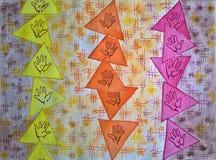 Modello senza cuciture con le mani variopinte nei triangoli Disegnato a mano royalty illustrazione gratis