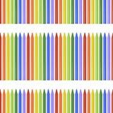 Modello senza cuciture con le matite colorate, pastelli su fondo bianco Fotografia Stock
