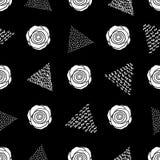 Modello senza cuciture con le rose bianche ed i triangoli sul BAC nero Fotografia Stock