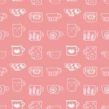 Modello senza cuciture con le tazze tirate di tè e di caffè Bevande di inverno royalty illustrazione gratis