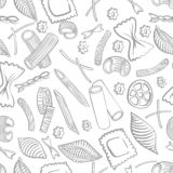 Modello senza cuciture con maccheroni italiani dei generi differenti la mano di colore chiaro attinge il fondo bianco illustrazione vettoriale