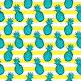 Modello senza cuciture dagli ananas, dal giallo e dal whi di verde di tiraggio della mano Fotografie Stock Libere da Diritti