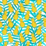 Modello senza cuciture dagli ananas di giallo di tiraggio della mano sulla l verde Fotografia Stock Libera da Diritti