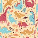 Modello senza cuciture dei dinosauri svegli con le foglie tropicali Illustrazione disegnata a mano di vettore Progettazione svegl immagine stock libera da diritti