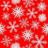 Modello senza cuciture dei fiocchi di neve nel rosso Immagini Stock