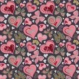 Modello senza cuciture del biglietto di S. Valentino con le farfalle rosa e marroni d'annata variopinte, fiori, cuori su fondo ne Fotografia Stock