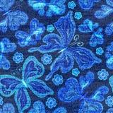 Modello senza cuciture del denim di vettore Fondo dei jeans con le farfalle Priorità bassa del panno delle blue jeans Fotografia Stock