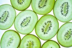 Modello senza cuciture del kiwi verde affettato Immagini Stock
