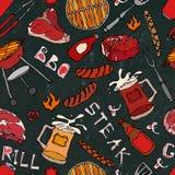 Modello senza cuciture del partito della griglia del BBQ di estate Bistecca, salsiccia, griglia del barbecue, tenaglie, forcella, Immagine Stock Libera da Diritti