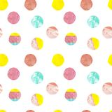 Modello senza cuciture del pois moderno Punti dipinti a mano di colori pastelli su fondo bianco Superficie variopinta royalty illustrazione gratis