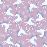 Modello senza cuciture delicato con gli unicorni bianchi svegli con la criniera nella forma delle foglie di autunno su fondo ross royalty illustrazione gratis