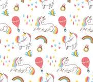 Modello senza cuciture dell'unicorno variopinto sveglio royalty illustrazione gratis