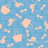 Modello senza cuciture della spiaggia con gli accessori delle signore Royalty Illustrazione gratis