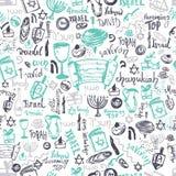 Modello senza cuciture di Chanukah con gli elementi e l'iscrizione disegnati a mano Menorah, dreidel, ciambella, candela, stella  illustrazione vettoriale