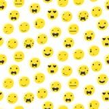 Modello senza cuciture di emoji rotondo giallo di sorriso Vettore piano di stile dell'icona dell'emoticon Immagini Stock Libere da Diritti
