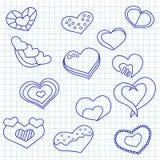 Modello senza cuciture di giorno di biglietti di S. Valentino con i cuori dell'inchiostro blu su una carta del blocco note Fotografie Stock Libere da Diritti