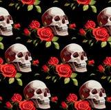 Modello senza cuciture di Halloween con i crani e le rose rosse su un fondo nero immagini stock libere da diritti