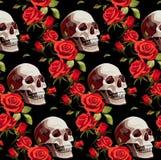 Modello senza cuciture di Halloween con i crani e le rose rosse su un fondo nero fotografie stock libere da diritti
