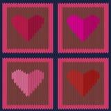 Modello senza cuciture di lana tricottato con i cuori rosa nei quadrati marrone chiaro Fotografia Stock Libera da Diritti