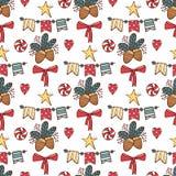 Modello senza cuciture di Natale con il Babbo Natale, i cervi, l'albero, la decorazione, i fiocchi di neve e le scatole Illustraz illustrazione di stock