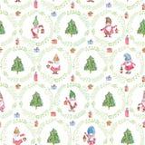 Modello senza cuciture di Natale dell'acquerello con gli gnomi, gli alberi di Natale e le corone su fondo bianco immagine stock