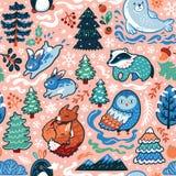 Modello senza cuciture di Natale e del nuovo anno con gli animali e gli elementi decorativi della foresta nello stile del fumetto fotografia stock libera da diritti