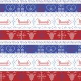 Modello senza cuciture di Natale nordico scuro e blu-chiaro e rosso con la slitta di Santa, renna, fiocchi di neve, ornamento dec Fotografia Stock