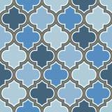 Modello senza cuciture di ripetizione marocchina di vettore Blu-chiaro, linea beige dell'oro su fondo bianco royalty illustrazione gratis