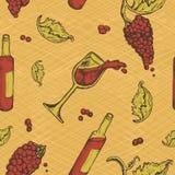 Modello senza cuciture di una bevanda alcolica e dell'uva sul fondo di lerciume Vino rosso della bottiglia Fotografia Stock