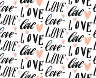 Modello senza cuciture di vettore di calligrafia fatta a mano dell'estratto con le parole ed i cuori scritti a mano di amore del  Immagini Stock Libere da Diritti