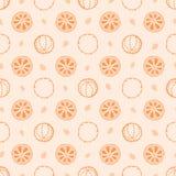 Modello senza cuciture di vettore con gli elementi, il chiodo di garofano e l'arancia di Natale su fondo misero illustrazione di stock