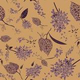 Modello senza cuciture di vettore con i bei fiori lilla porpora royalty illustrazione gratis