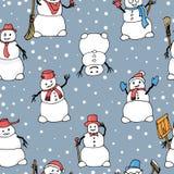 Modello senza cuciture di vettore con i pupazzi di neve svegli disegnati a mano royalty illustrazione gratis