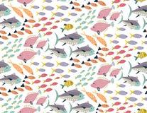 Modello senza cuciture di vettore con il pesce esotico variopinto differente royalty illustrazione gratis