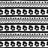 Modello senza cuciture di vettore con le bande ed i triangoli disegnati a mano della pansé Bande e triangoli neri disegnati a man illustrazione di stock