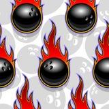 Modello senza cuciture di vettore con le icone e le fiamme della palla da bowling fotografia stock