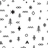 Modello senza cuciture disegnato a mano con gli elementi di scarabocchio Priorità bassa tribale astratta Stampa geometrica etnica royalty illustrazione gratis