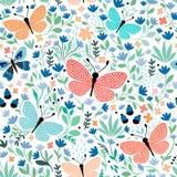Modello senza cuciture disegnato a mano con le farfalle e le piante Fotografia Stock