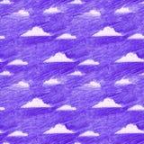 Modello senza cuciture disegnato a mano del cielo viola e delle nuvole bianche nello stile a mano libera della matita di colore immagine stock libera da diritti