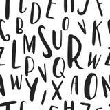 Modello senza cuciture disegnato a mano unico di alfabeto latino Lettere di dimensione differenti sveglie di ABC disegnate a mano Immagine Stock