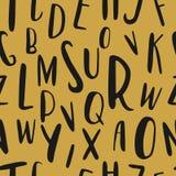 Modello senza cuciture disegnato a mano unico di alfabeto latino Lettere di dimensione differenti sveglie di ABC disegnate a mano royalty illustrazione gratis