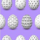 Modello senza cuciture felice di pasqua Uova bianche di Pasqua con la decorazione semplice monocromatica sulla porpora Fotografia Stock